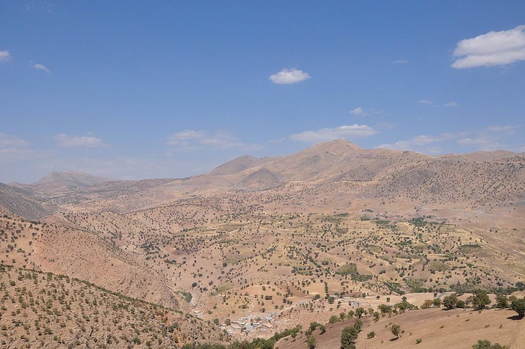 Pod gorami vasica Palangan, za gorami sosednji Irak
