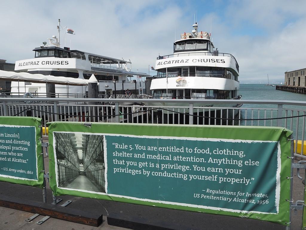 ladja za Alcatraz na pomolu 33